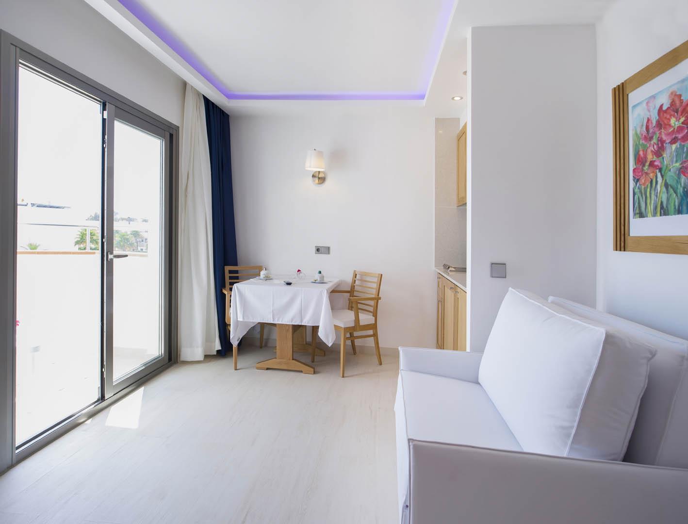 http://www.apartamentosbonsol-ibiza.com/wp-content/uploads/2016/02/09.jpg