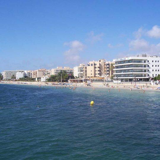 http://www.apartamentosbonsol-ibiza.com/wp-content/uploads/2016/10/Ibiza_playa_den_bossa_2353-540x540.jpg